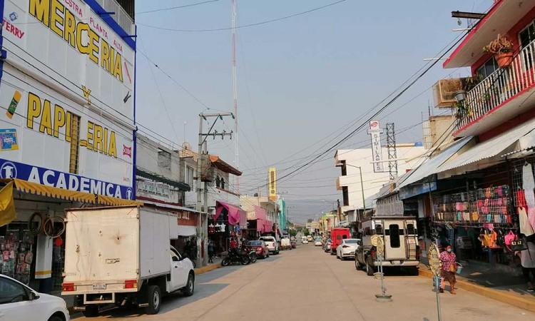 Comercios de Acatlán ven imposible resguardo por economía