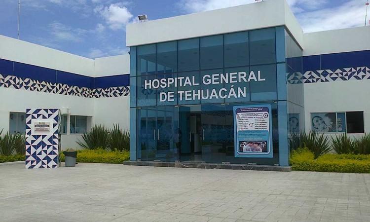 Médicos de Tehuacán combaten Covid-19 con salarios incompletos