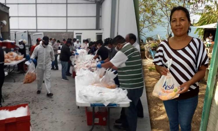 Empresas sacan lo mejor de Puebla: regalan pollos a familias en Tehuacán
