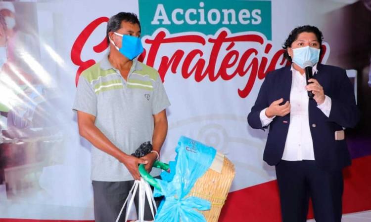 Regalan nueva canasta a taquero agredido en Cholula