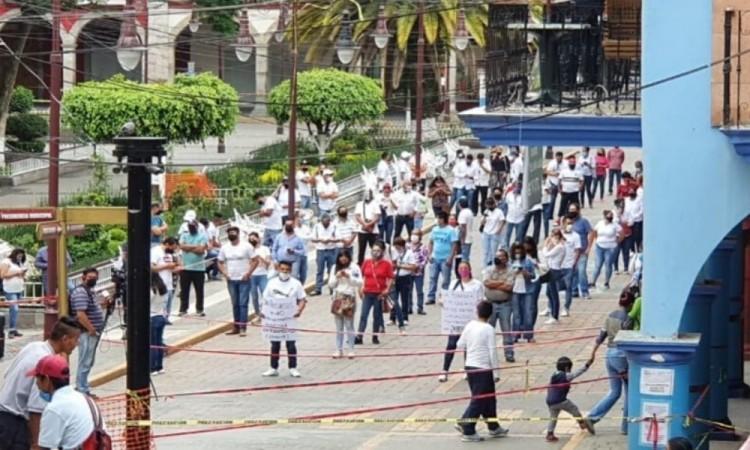 Se manifiestan comerciantes de Huauchinango por incertidumbre