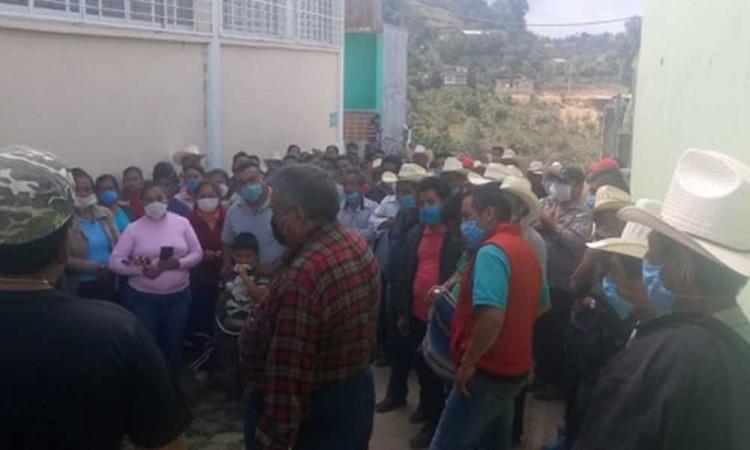 Reanudan actividad en tianguis de Coyomeapan pese pandemia