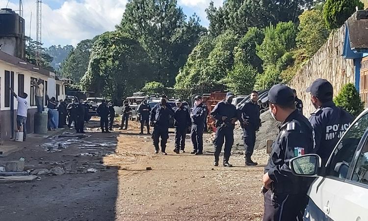 Realiza paro de labores policía de Huauchinango