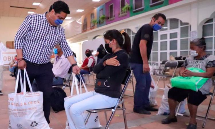 Entregan apoyos alimentarios en San Andrés Cholula