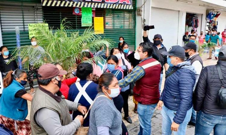 Intentan retirar a Coapeñas de calles de Tehuacán, pero se resisten