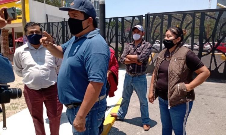 Durante trifulca por detención de policías, también arrestan a reportero