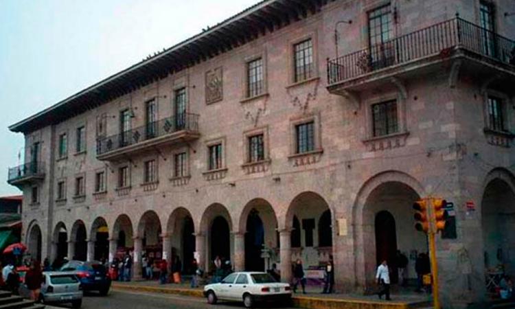 Asamblea de comerciantes de Teziutlán termina en golpes