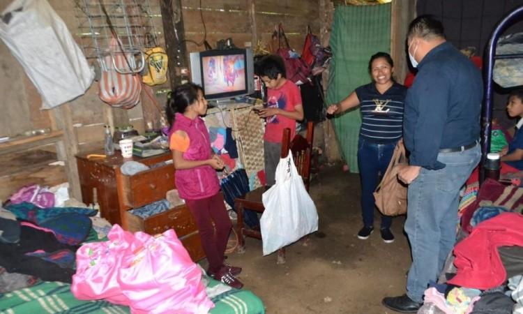 Distribuyen despensas en Xicotepec ante contingencia