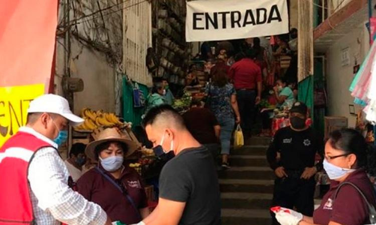 Ante 2 casos de COVID19 realizan acciones en mercado de Acatlán