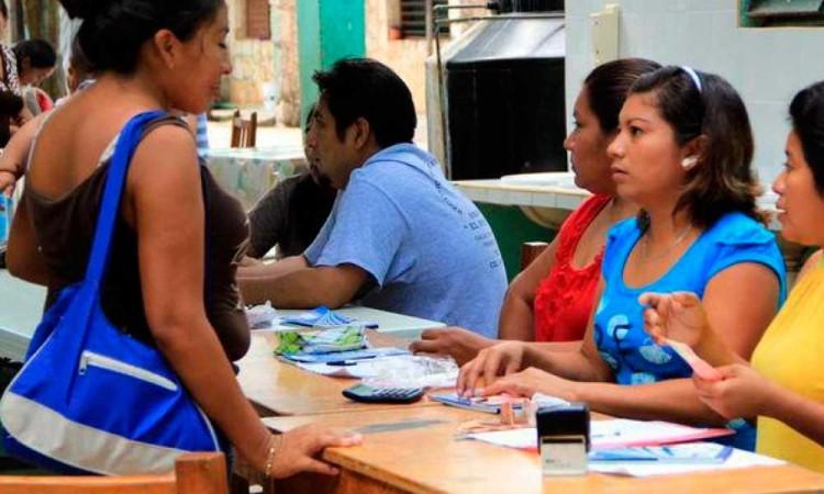 Familias denuncian que escuela en Hueyatzacoalco cobra $1,500 de cuota escolar
