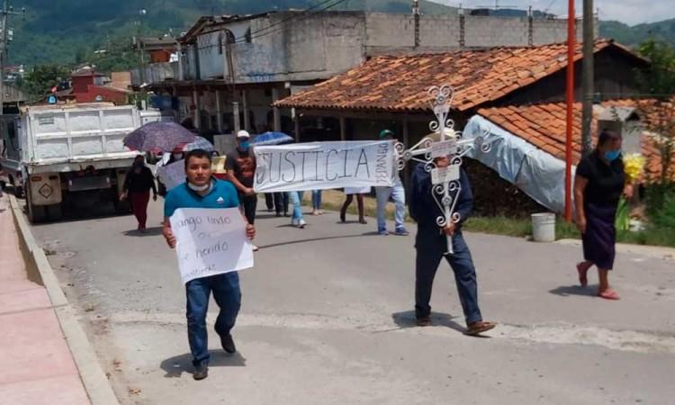 Se manifiestan en Tepango por asesinato de joven y crecimiento de inseguridad