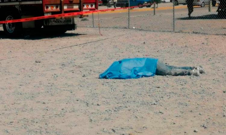 Familiares identifican al joven linchado en la Central de Abasto de Huixcolotla