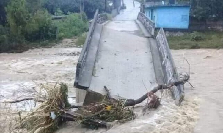 Después de cada lluvia se registran deslaves.
