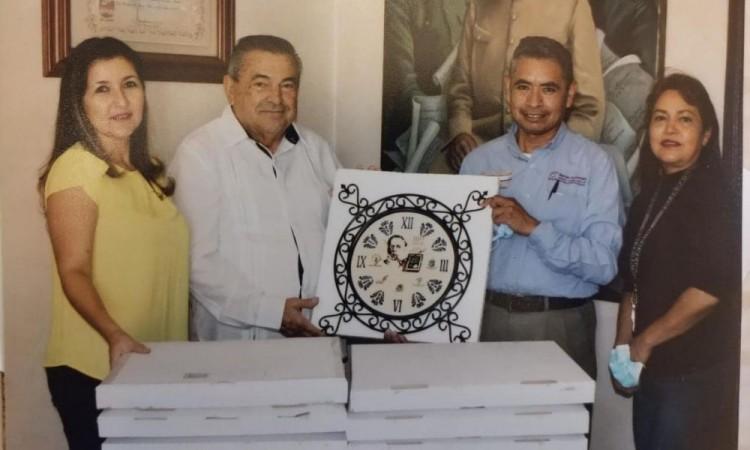 La Asociación Nacional Venustiano Carranza ordenó la fabricación de 100 relojes.