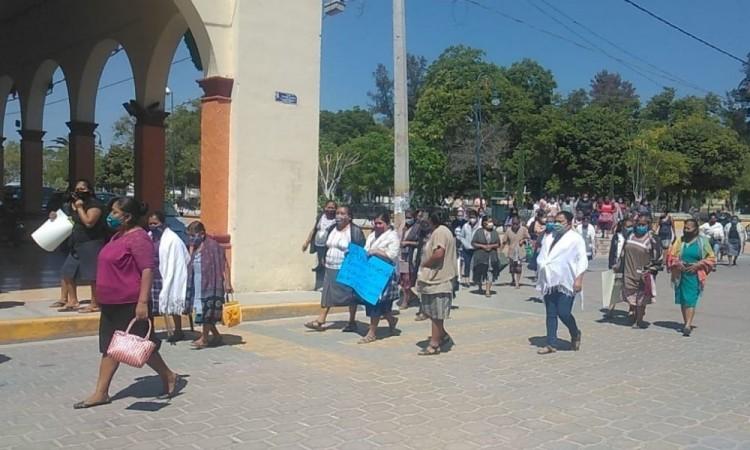 Los manifestantes consideraron como desleal todo el apoyo que se le da a los foráneos.
