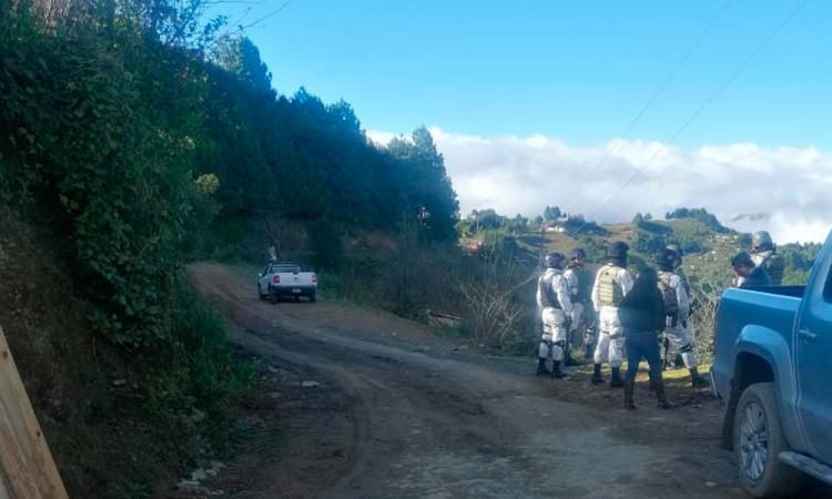 Pobladores retienen a funcionarios de Coyomeapan