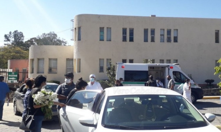 Se despiden de conductor de ambulancia del IMSS Metepec; murió por Covid-19