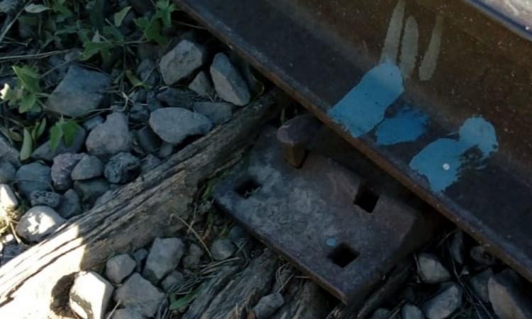 ¡Podría descarrilarse! Se roban partes de las vías del tren en Tehuacán
