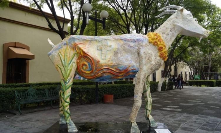 Daño a la escultura de Chivo no fue un acto vandálico, sino premeditado: Artista