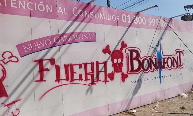 Se mantiene plantón a las afueras de la empresa Bonafont en Juan C. Bonilla