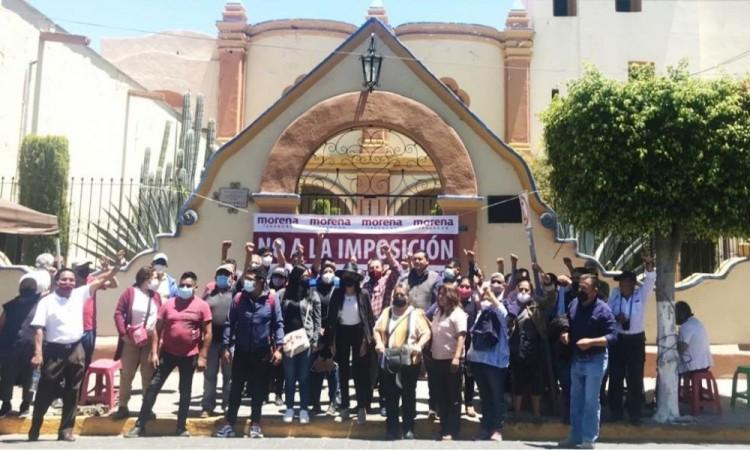 Militantes de Morena toman oficinas de la Secretaría de Bienestar en Tehuacán