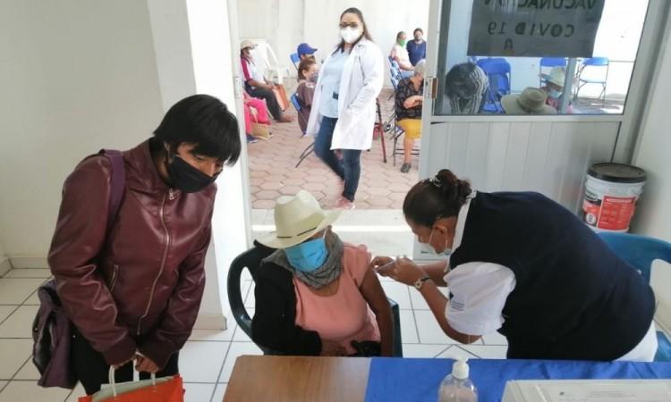 ¡Vamos por menos!  Llega segunda dosis de vacunas contra covid-19 a Xayacatlán de Bravo