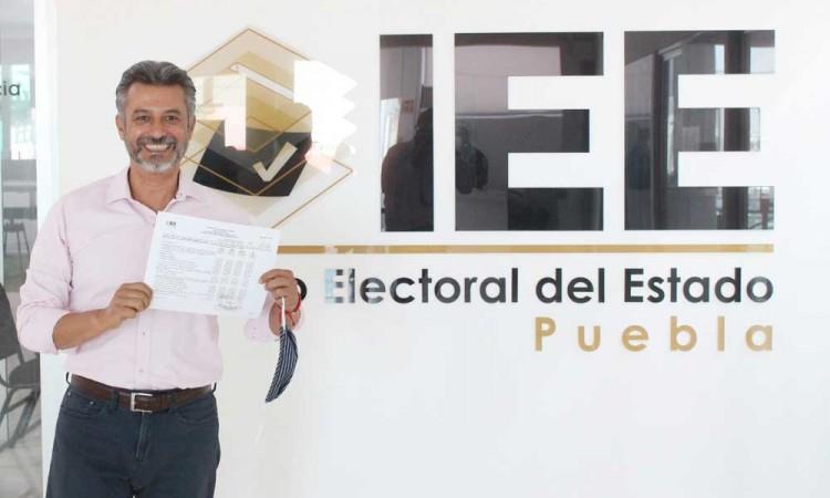 Se registra Felipe Sandoval ante el IEE, rechaza la continuidad de los gobiernos