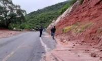 Se registran deslaves en carretera Chinantla-Tulcingo de Valle