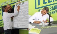 Firma Felipe Sandoval agenda ciudadana por los Derechos Humanos de la organización Voz Ciudadana