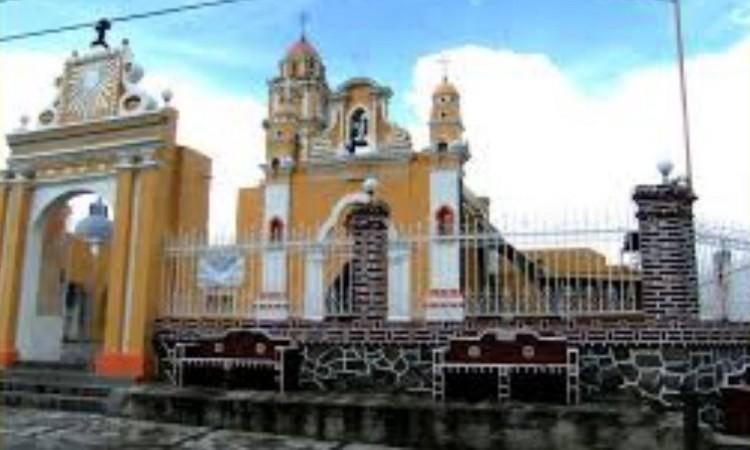 Denuncian vandalismo en panteón de San Cristóbal Tepatlaxco