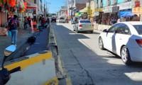 Instalan barreras para evitar que ambulantes se instalen en Texmelucan