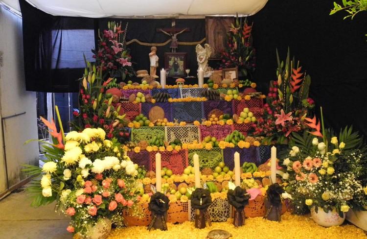 Huejotzingo sí celebrará Día de Muertos con panteones abiertos