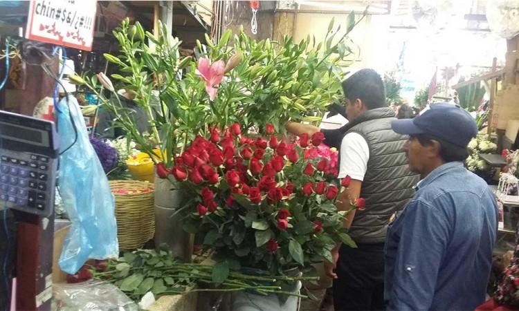 Por heladas y crisis sanitaria sube el precio de la flor en San Martín, reportan floristas