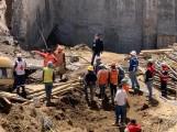 Derrumbe en obra deja a dos trabajadores muertos y cuatro sepultados en Texmelucan