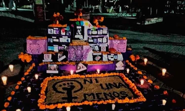 Colocan altar feminista en Tecamachalco para las víctimas del feminicido