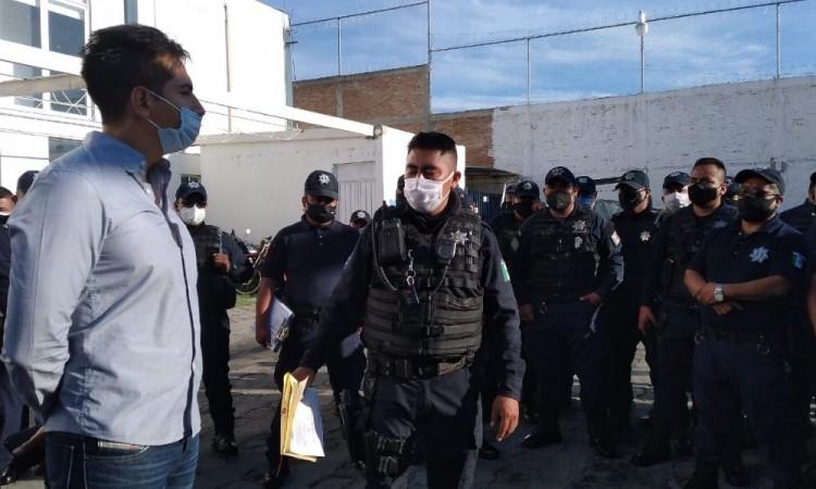 Policías municipales de Tehuacán protestan y paran labores por falta de pago de prima vacacional