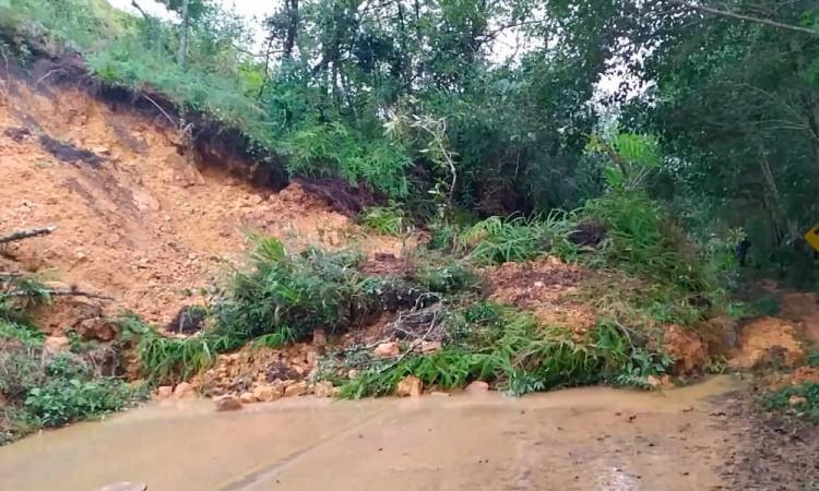 Derrumbes en Sierra Negra dejan incomunicados a varias comunidades