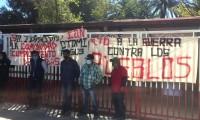 Integrantes de la organización MAIZ protestan en oficinas del INPI