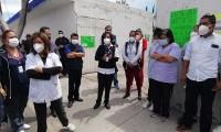 Protesta personal del Centro de Salud de Tehuacán para exigir vacuna contra covid-19