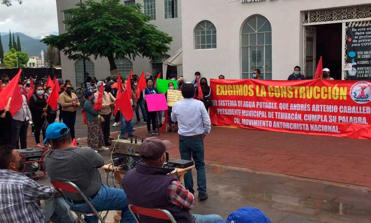 Tras manifestaciones, colocarán servicio de agua potable en Tehuacán