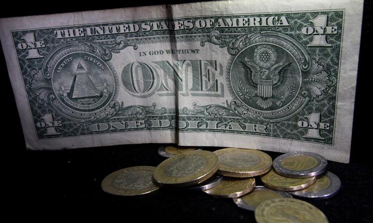 Dólar comienza 2017 en más de 21 pesos
