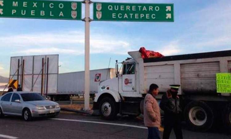 Bloquean la México-Puebla por gasolinazo