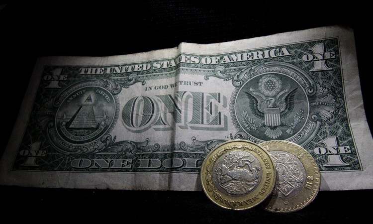 Dólar alcanza nuevo máximo: 21.75 pesos