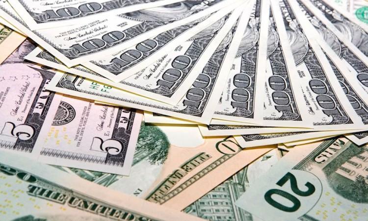 Dólar alcanza máximo de 21.81 pesos