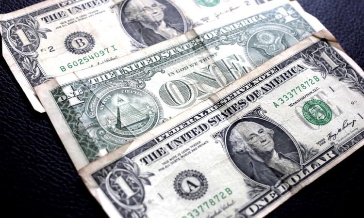 Se ofrece dólar a 20.88 en bancos