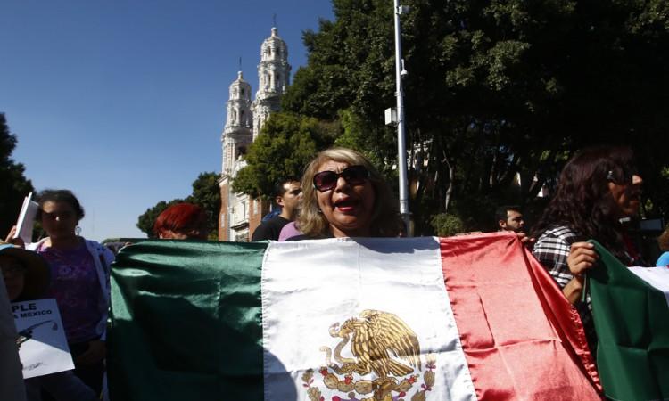 Se une Puebla a marcha contra Trump