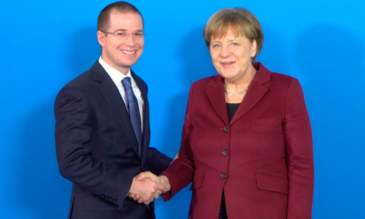 Se reúne Anaya con Angela Merkel; rechazan muro de Trump