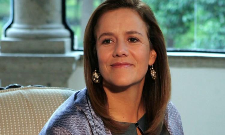 Margarita Zavala a completa umbral de firmas