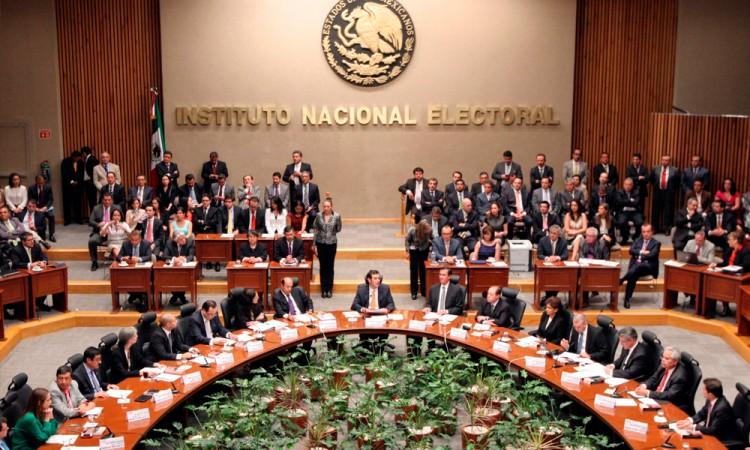 Halla INE irregularidades en firmas de independientes