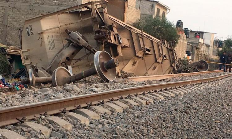 Descarrila tren y mata a cinco personas en Ecatepec